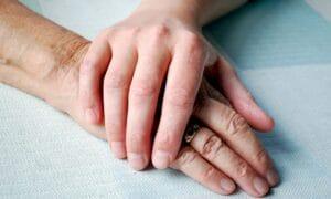 caregiver-badante-assistere-anziano