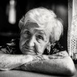 demenza-senile-cos'è-primi-sintomi-cure-donna-alla-finestra